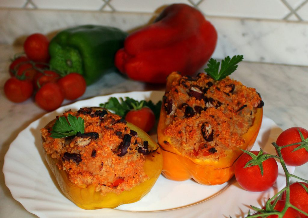 Stuffed bell peppers with couscous and beans
