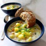 Zuppa vegana di porro e patate