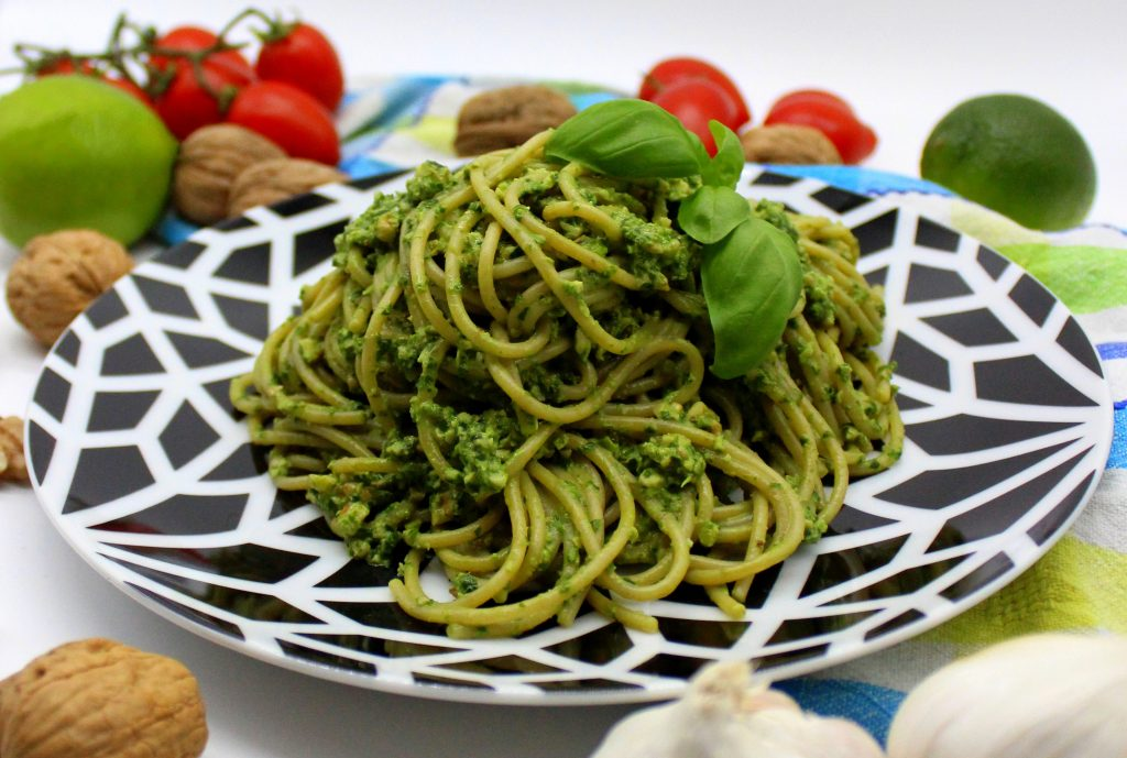 Spaghetti with vegan spinach pesto