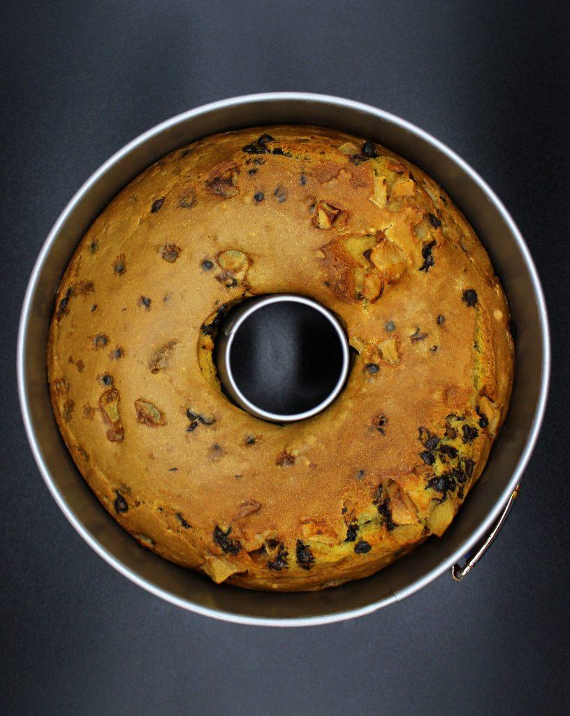 Bundt cake in the bundt cake form