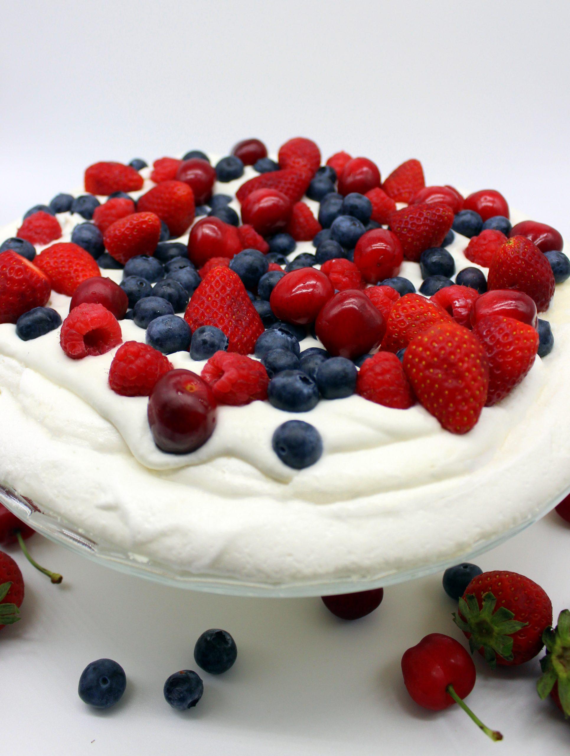 Easy vegan Pavlova cake