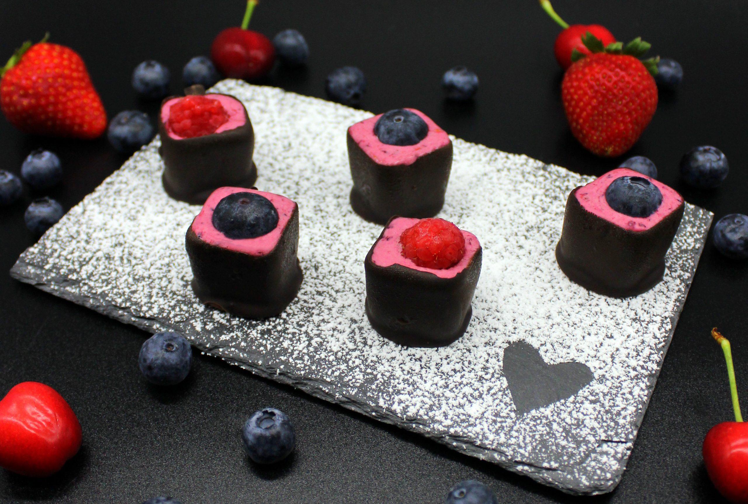 Vegan chocolate berry cups